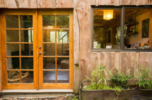 wooden Bunk Cottage House (11)