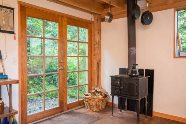 wooden Bunk Cottage House (4)