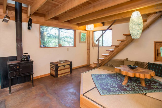 wooden Bunk Cottage House (5)