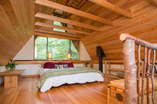wooden Bunk Cottage House (7)