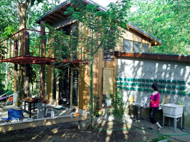 wooden Bunk House Modern Cabin Design (1)