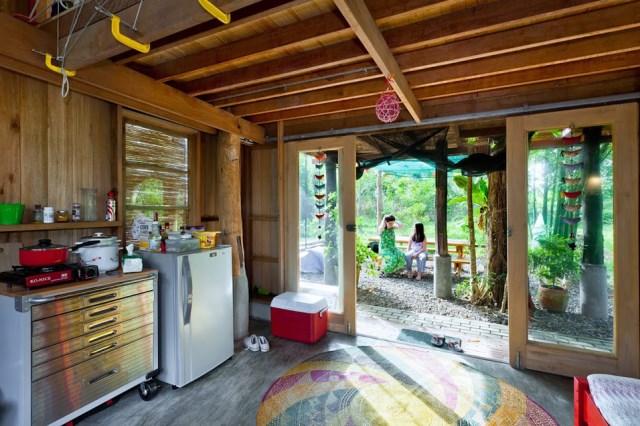 wooden Bunk House Modern Cabin Design (4)