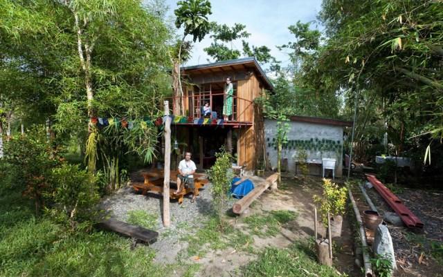wooden Bunk House Modern Cabin Design (7)
