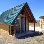 บ้านกระท่อมคอทเทจ โครงสร้างไม้หลังคาจั่ว ขนาดเล็กกะทัดรัด เหมาะกับบ้านสวน