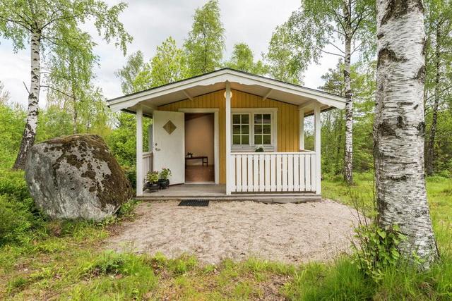 yellow studio cottage (2)