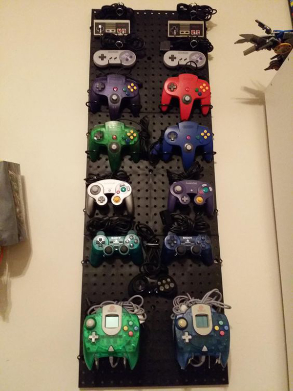 15-cool-ways-to-video-game-controller-storage (13)