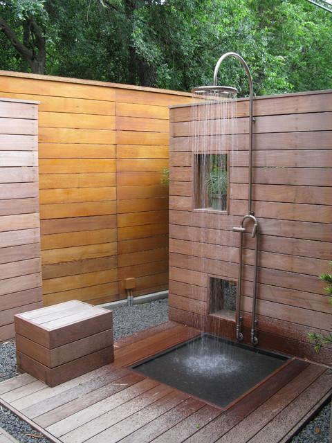 16-amazing-ways-to-set-up-outdoor-shower (1)