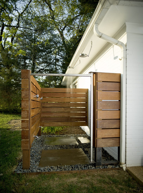 16-amazing-ways-to-set-up-outdoor-shower (13)