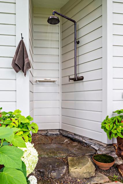 16-amazing-ways-to-set-up-outdoor-shower (17)