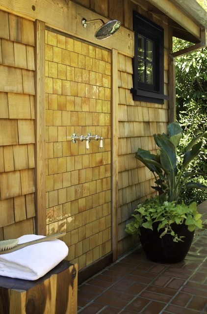 16-amazing-ways-to-set-up-outdoor-shower (4)