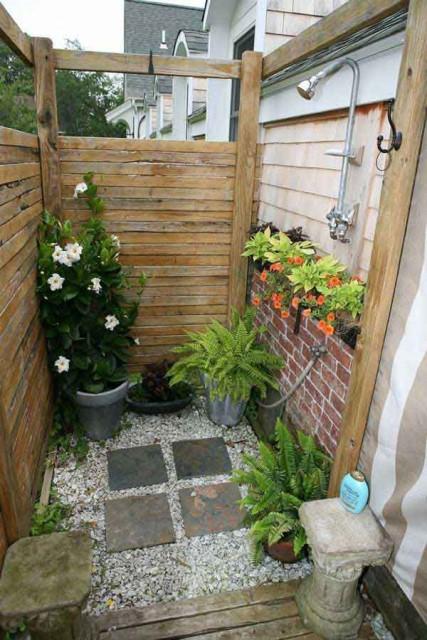 16-amazing-ways-to-set-up-outdoor-shower (5)