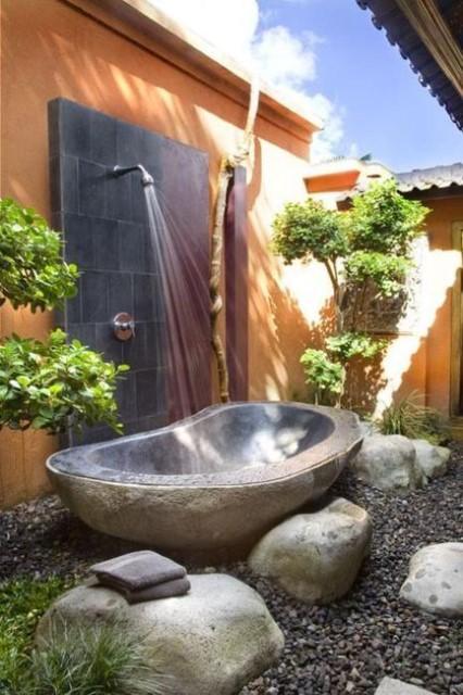 16-amazing-ways-to-set-up-outdoor-shower (8)