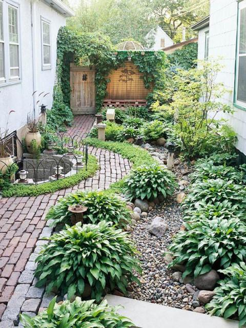 20-backyard-with-narrow-space (21)