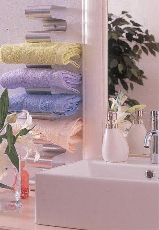 23-diy-wooden-storage-for-small-bathroom (9)
