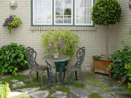 23 ideas-inspiring-repurposing-garden-decorations (5)