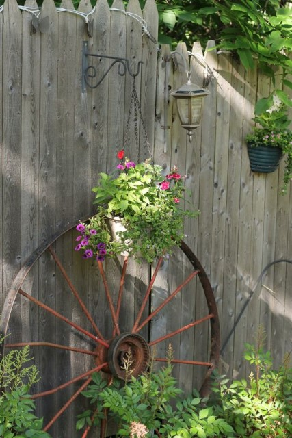 23 ideas-inspiring-repurposing-garden-decorations (6)