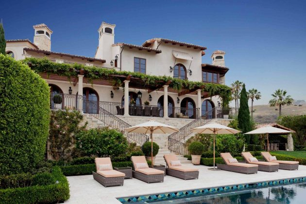 26-mediterranean-patio-designs (6)