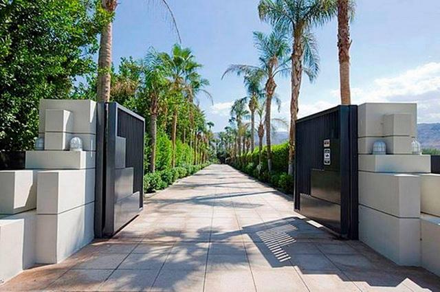 70 beautiful doors and fences ideas (29)