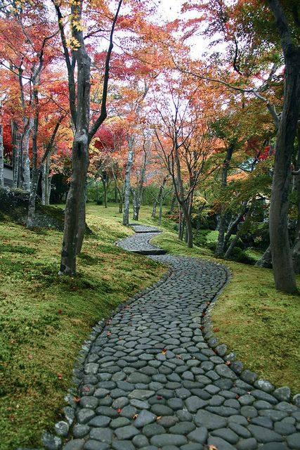 77 stone path ideas for gardening (1)
