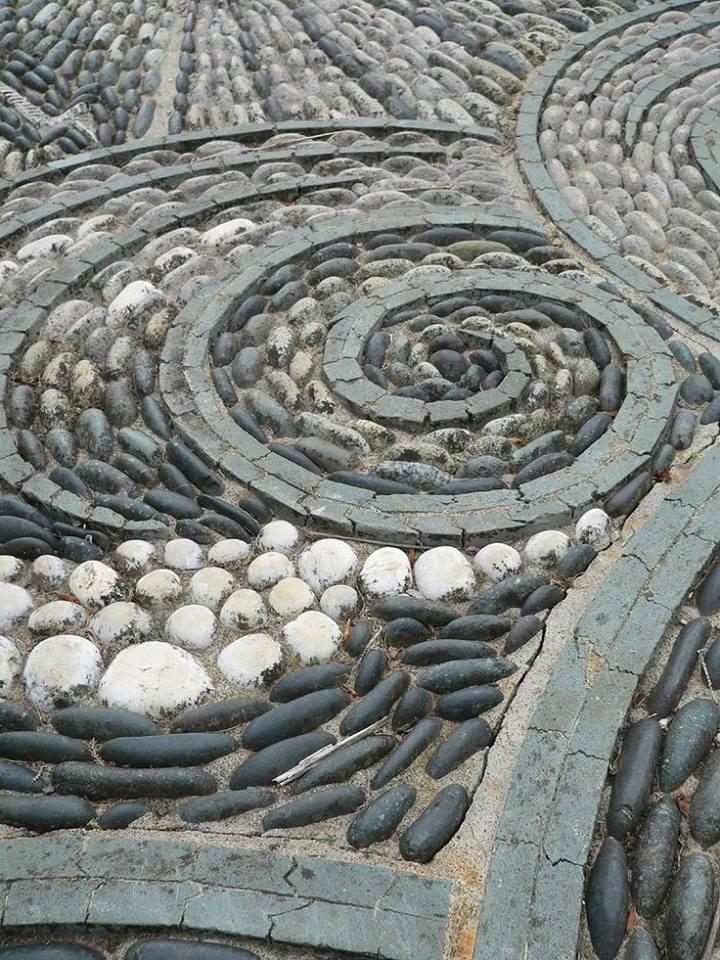 77 stone path ideas for gardening (20)