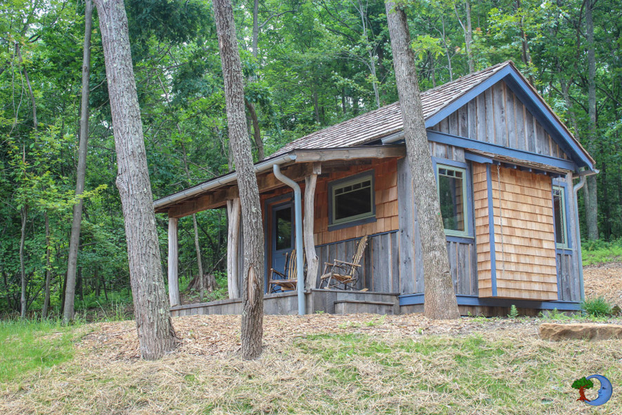 Compact cottage house forest side (2)