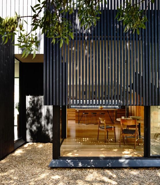 Modern home dark tone with Beautiful gardens (10)