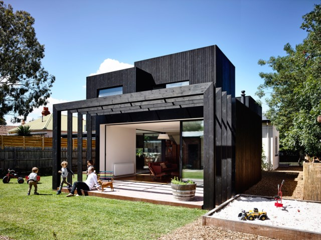 Modern home dark tone with Beautiful gardens (12)