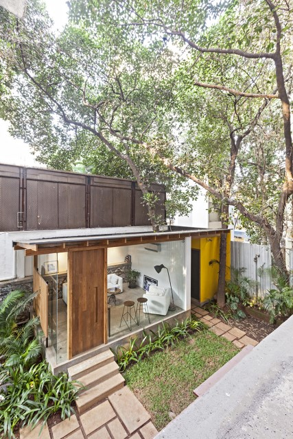 Modern house Designed with cement With garden (1)