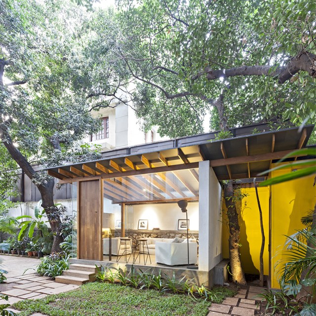 Modern house Designed with cement With garden (3)