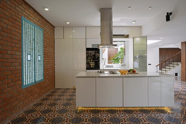 Modern large house Decorated with green space (1)