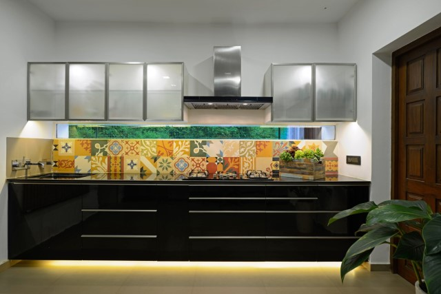 Modern large house Decorated with green space (11)