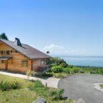 บ้านไม้สไตล์รัสติค กับบรรยากาศริมทะเล ภายในบิวท์อินด้วยไม้สวยงาม สไตล์ลอฟท์ที่อบอุ่น