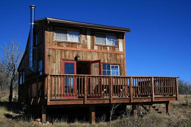 Small home Modern Cabin Design wood porch (1)