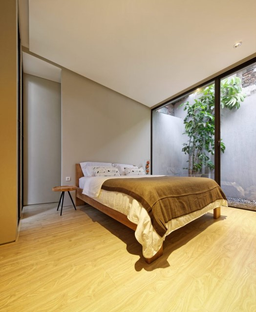Two-story contemporary home Decorated with wooden (24)