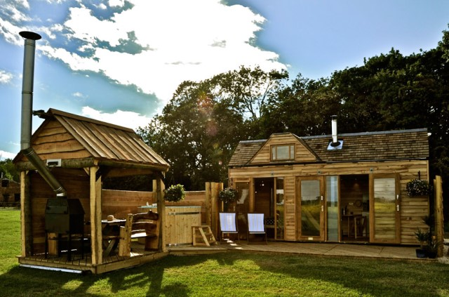 Wooden cottage House with outdoor kitchen (6)