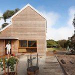 บ้านไม้แบบบ้านตากาอากาศ สไตล์คอทเทจผสมโมเดิร์น ท่ามกลางสวนป่า ภายในโชว์โครงสร้างไม้งดงาม