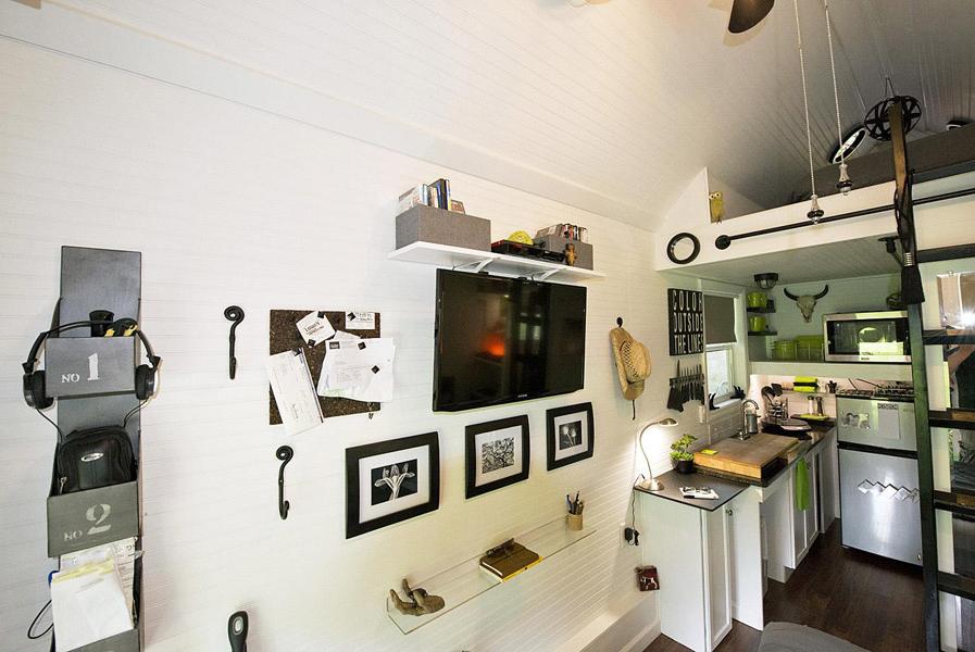 cottage garden house studio bedroom (1)