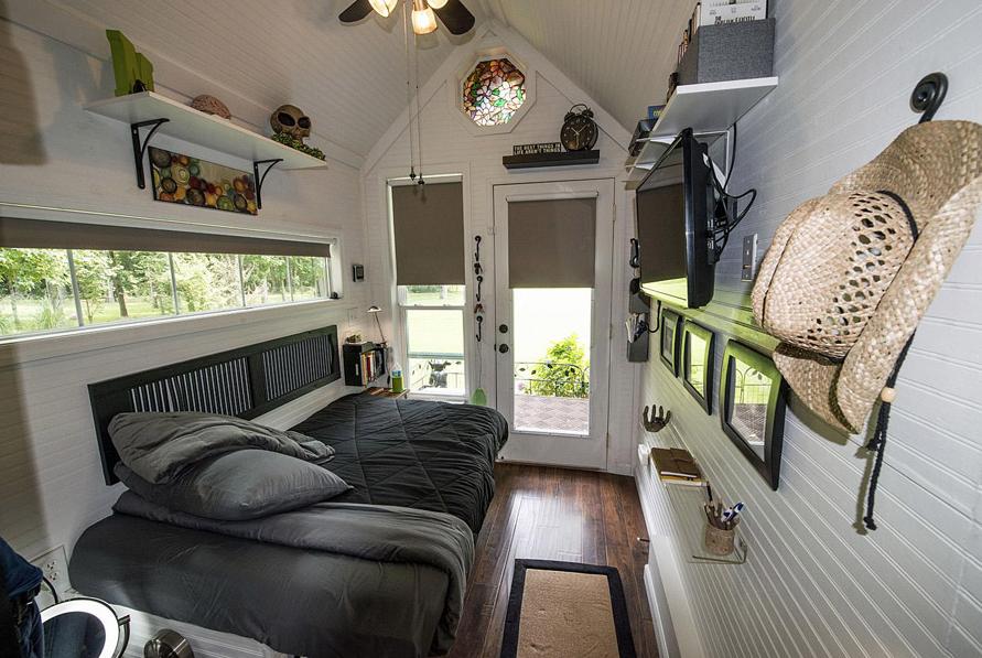 cottage garden house studio bedroom (11)