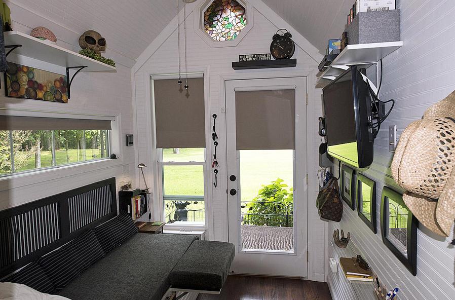 cottage garden house studio bedroom (2)