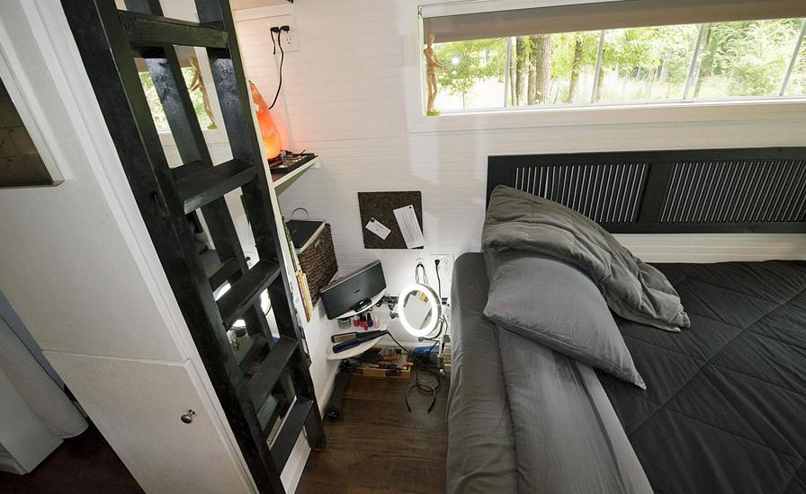 cottage garden house studio bedroom (9)