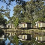 ไอเดียรีสอร์ทแบบบ้านพักขนาดเล็ก ดีไซน์ทันสมัย กับบรรยากาศริมแม่น้ำ