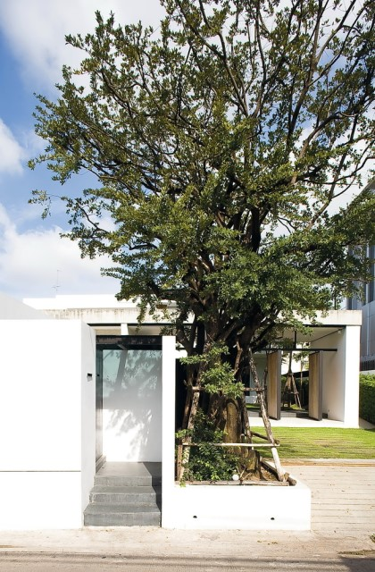 two-story Modern villa house with modern materials (1)