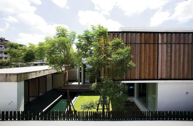 two-story Modern villa house with modern materials (18)