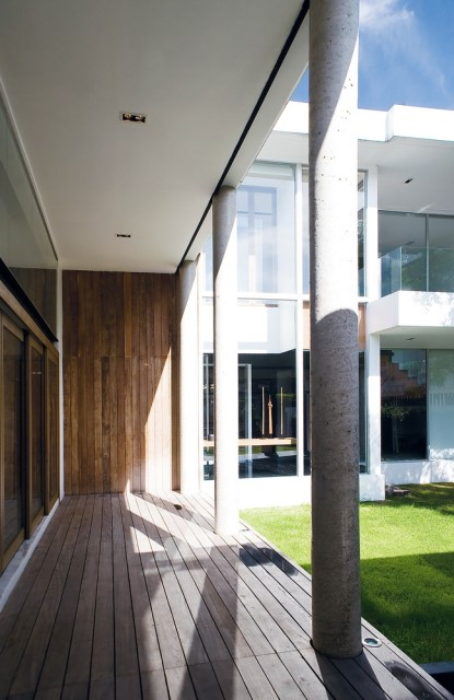 two-story Modern villa house with modern materials (4)