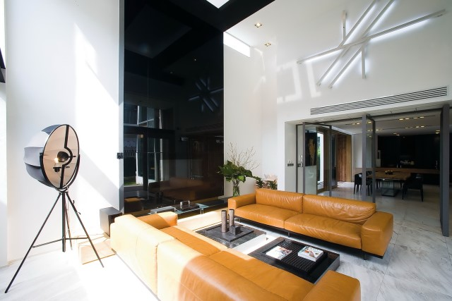 two-story Modern villa house with modern materials (6)