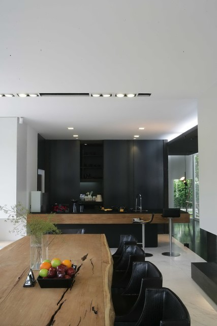 two-story Modern villa house with modern materials (8)