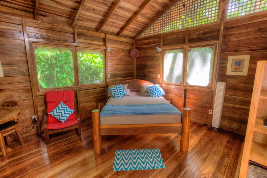 wooden natural retreat house2