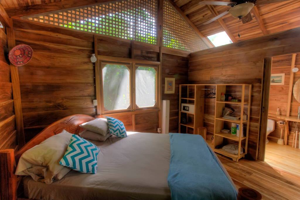 wooden natural retreat house3