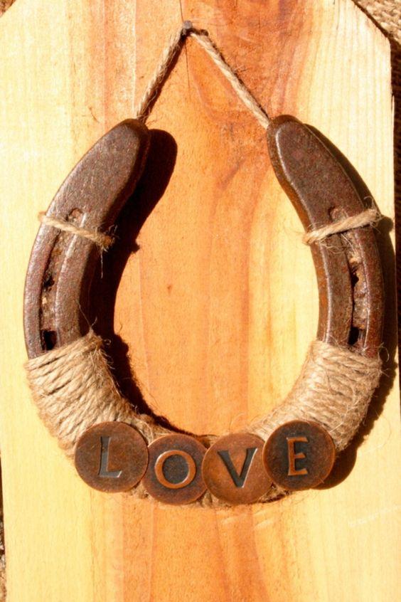 18-diy-horseshoe-to-home-decor (1)