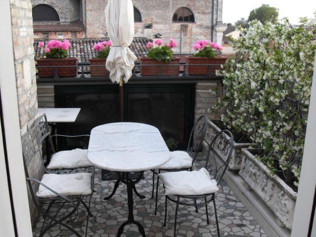 37-attractive-small-balcony-designs (20)